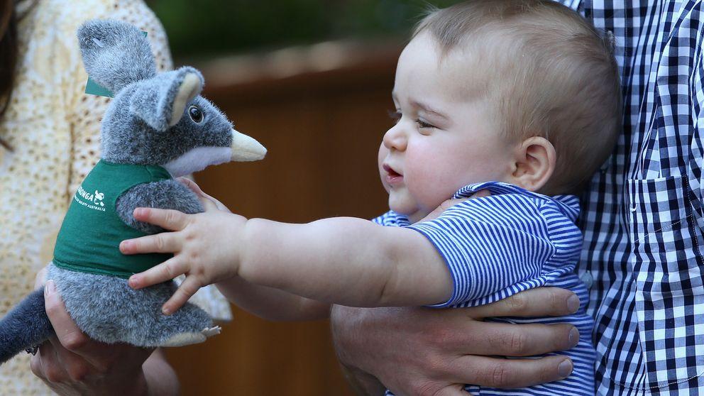 El príncipe George de Cambridge recibió más de 700 regalos en 2014