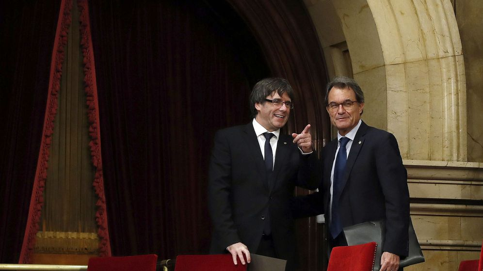 Foto: Los expresidentes de la Generalitat Carles Puigdemont (i) y Artur Mas. (EFE)