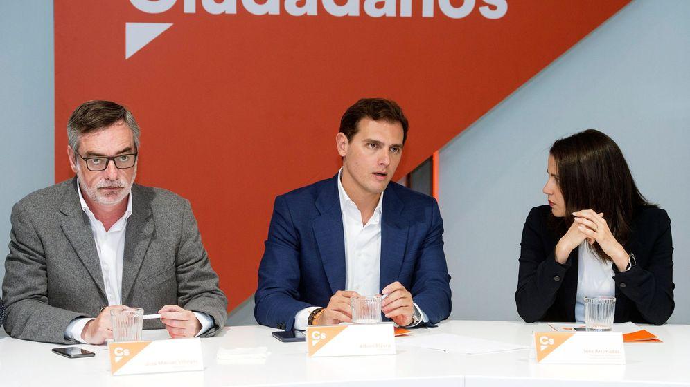 Foto: El presidente de Ciudadanos, Albert Rivera (c), junto al secretario general, José Manuel Villegas (i), y la portavoz de la ejecutiva, Inés Arrimadas. (EFE)