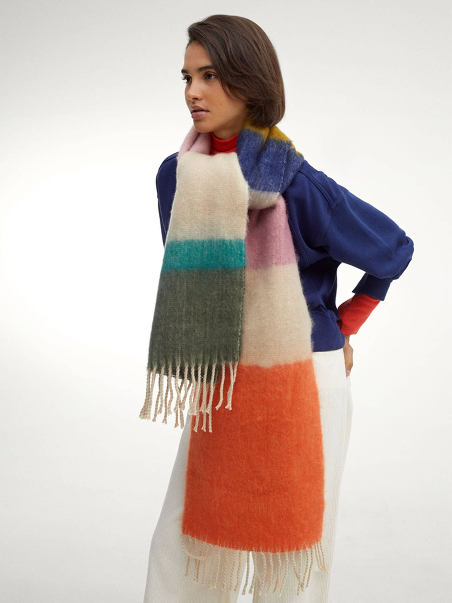 Una de las bufandas que podemos encontrar entre las novedades de Parfois. (Cortesía)