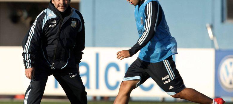 Foto: Maradona y el Kun, en la etapa que compartieron ambos en la selección de Argentina