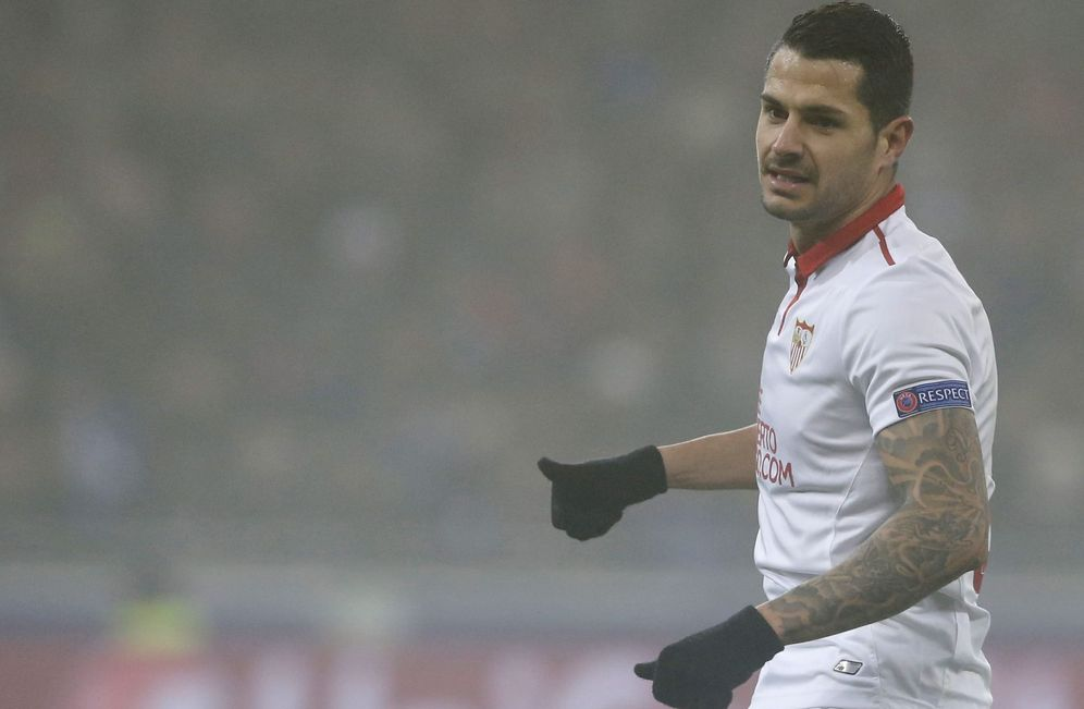 Foto: En la imagen, Vitolo durante un partido con el Sevilla. (EFE)
