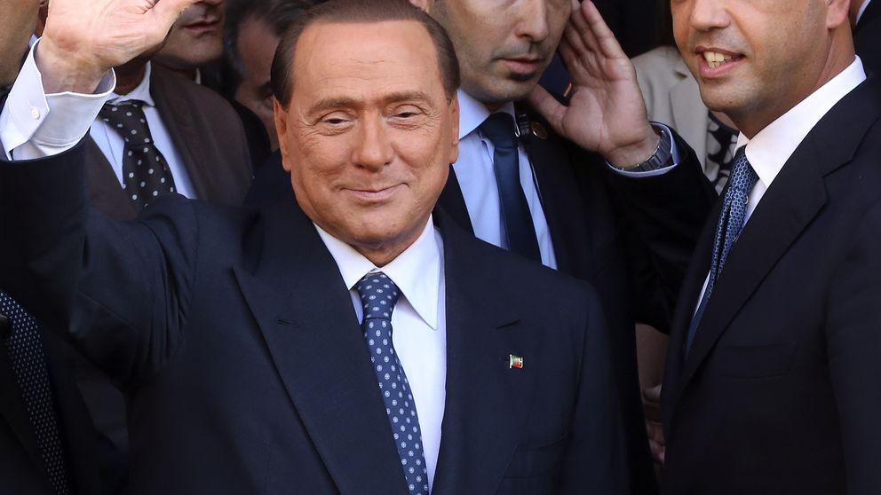 El 'número dos' de Berlusconi le traiciona y llama a apoyar a Letta