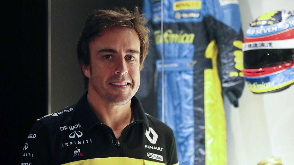 Foto: La creciente competitividad de Renault está motivando a Alonso, que prueba un monoplaza francés en Montmeló por primera vez