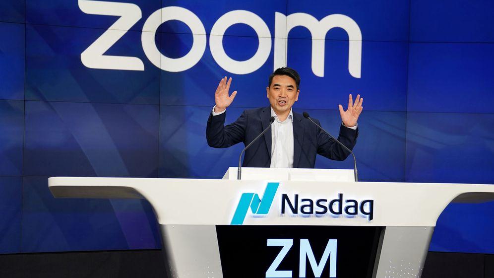 Foto: Eric Yuan, CEO de Zoom, tras la llegada de su empresa al Nasdaq en abril de 2019. (Reuters)