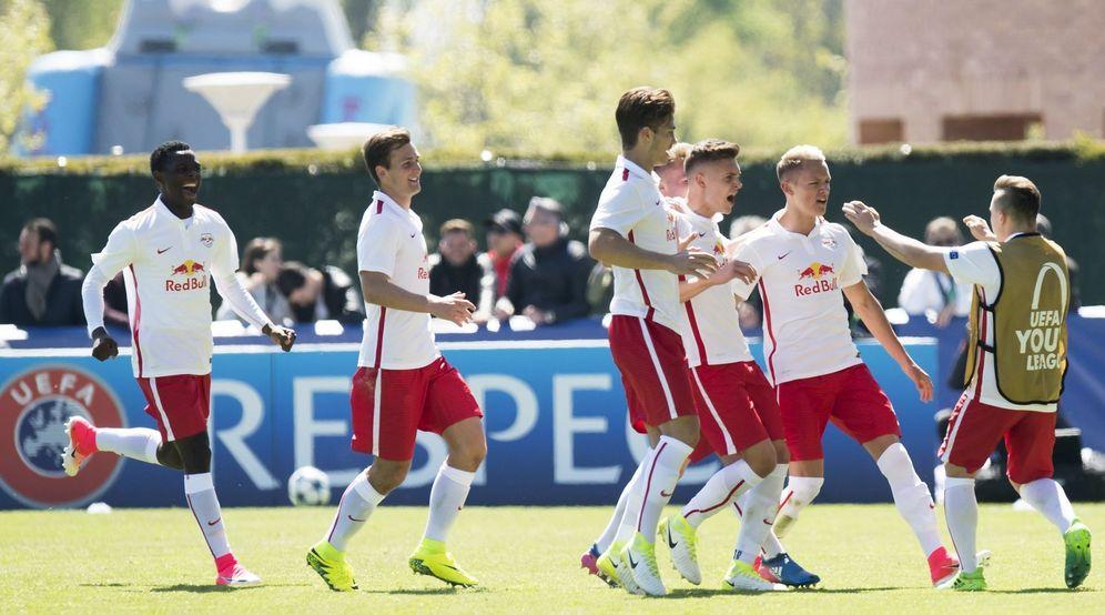 Foto: Los jugadores del Salzburgo celebran el pase a la final de la Youth League. (EFE)