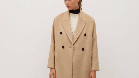 No dejes escapar el abrigo oversize beis de Mango que las estilistas tienen como básico