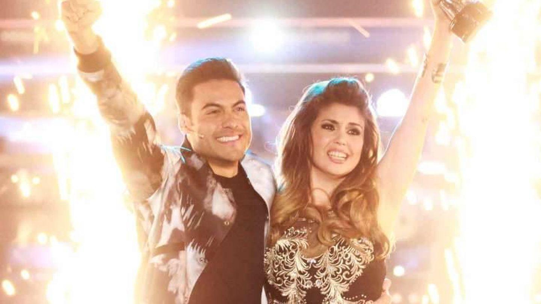 Carlos Rivera y la ganadora Cristina Ramos. (Las Estrellas)