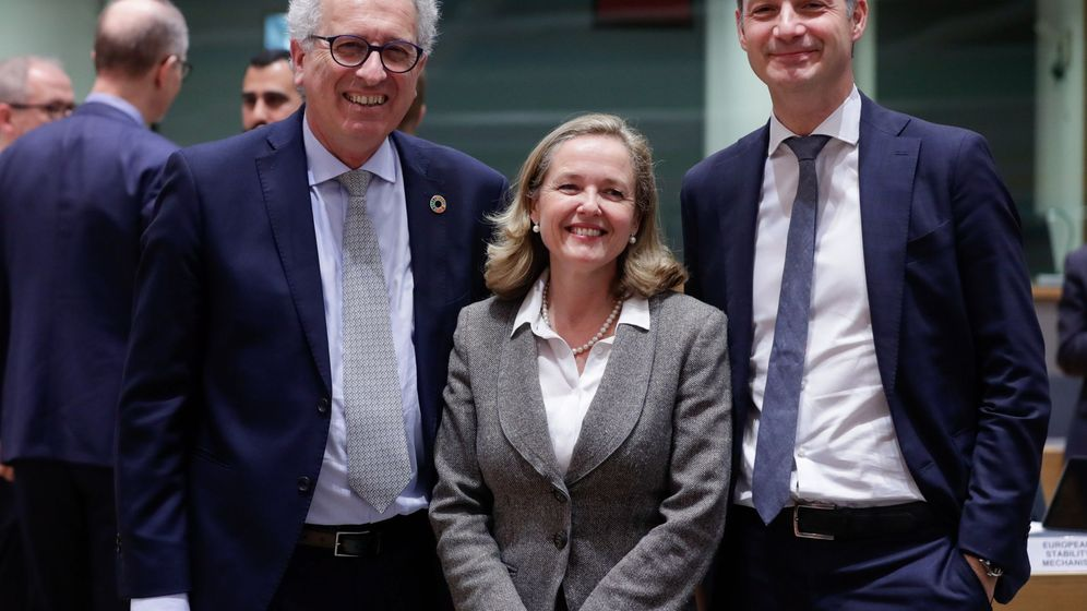 Foto: El ministro de Finanzas de Luxemburgo, Pierre Gramegna (i), la ministra de Economía española, Nadia Calviño (c), y el ministro de Finanzas de Bélgica, Alexander de Croo, en la reunión del Eurogrupo. (EFE)