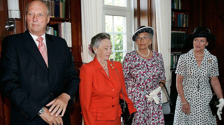 La princesa Astrid, junto al rey Harald y la reina Sonia. (Getty)
