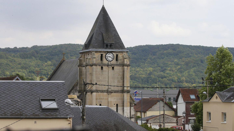 La iglesia de Saint-Etienne-du-Rouvray tras la toma de rehenes (Reuters)