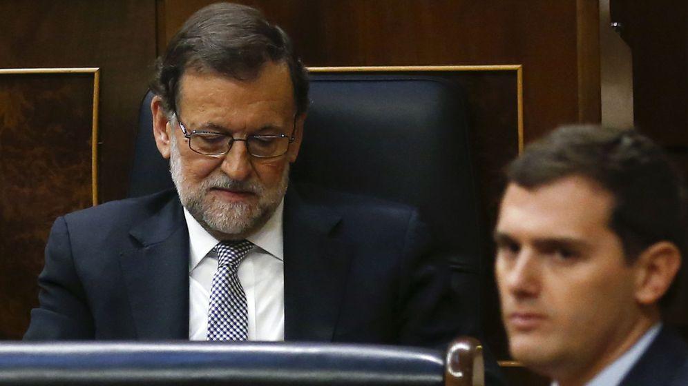 Foto: El presidente del Gobierno en funciones, Mariano Rajoy, y el líder de Ciudadanos, Albert Rivera, en el Congreso de los Diputados. (Reuters)