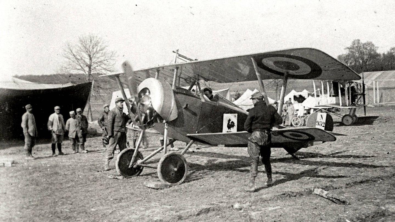 Vedrines, en un aeródromo francés antes de iniciar el vuelo