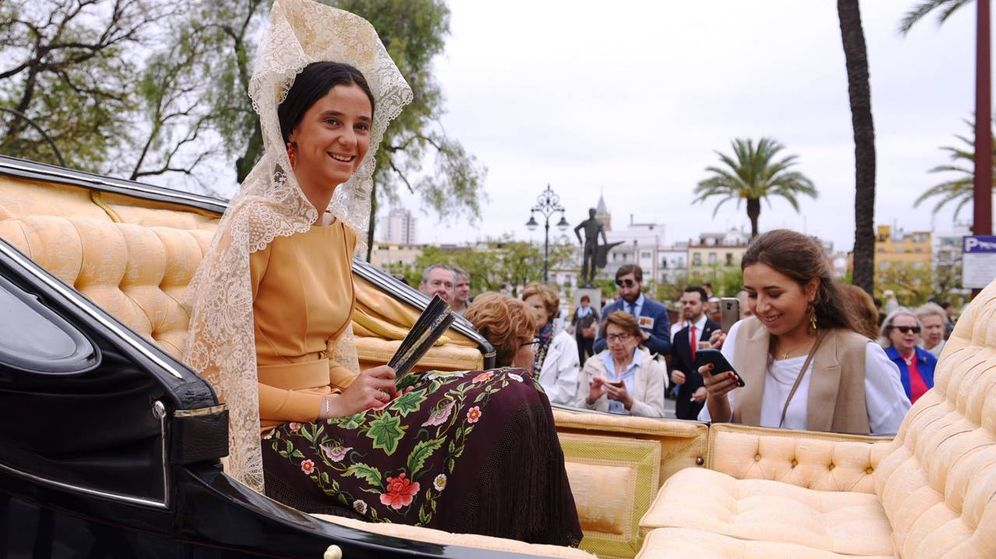 Foto: Victoria Federica en carruaje, en Sevilla. (EFE)