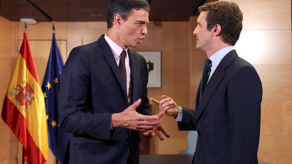 Foto: Sánchez y Casado se reúnen. (EFE)