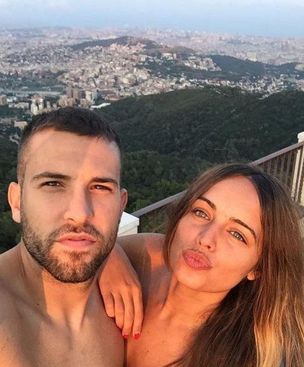 Foto: La romántica cena de Jordi Alba y su novia Romarey Ventura