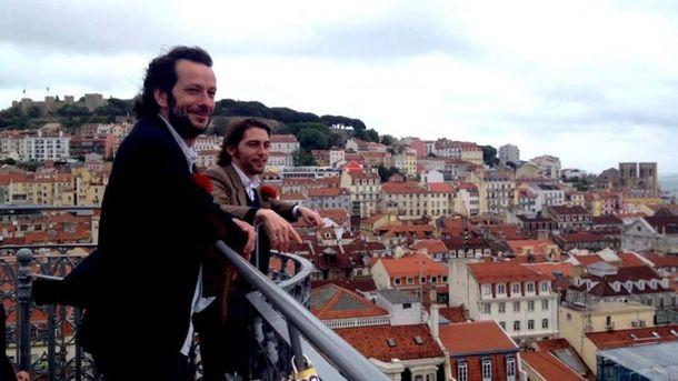 Foto: Manuel Astur (i) y Juan Soto Ivars, en Lisboa. (Andrea Palaudarias)