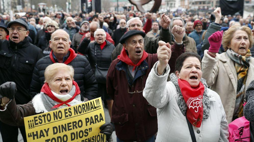 Foto: Pensionistas vascos, en una protesta a principios de año para reclamar pensiones dignas. (EFE)