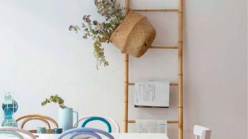 Escaleras decorativas para usarlas como estanterías, librerías o toalleros