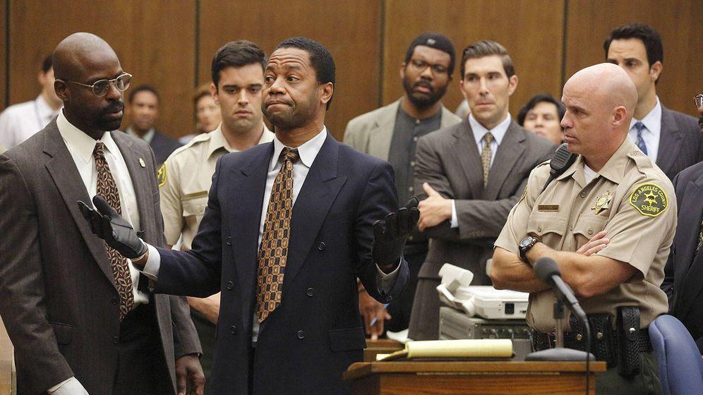 Foto: Sterling K. Brown como Christopher Darden y Cuba Gooding, Jr. en el papel de O.J. Simpson.