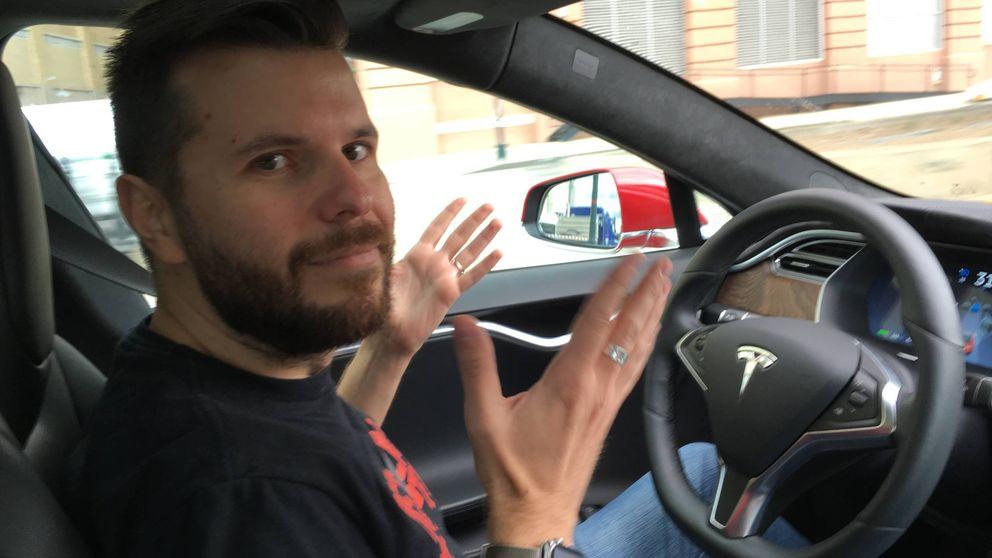 Mira, mamá, ¡sin manos! Una hora al volante de un Tesla en Manhattan