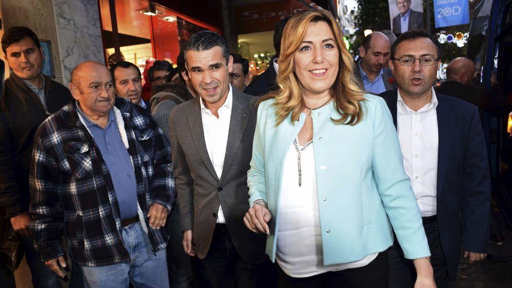 Foto: La secretaria general del PSOE de Andalucía y presidenta de la Junta, Susana Díaz, junto a Miguel Ángel Heredia (derecha), en una visita a Marbella. (EFE)