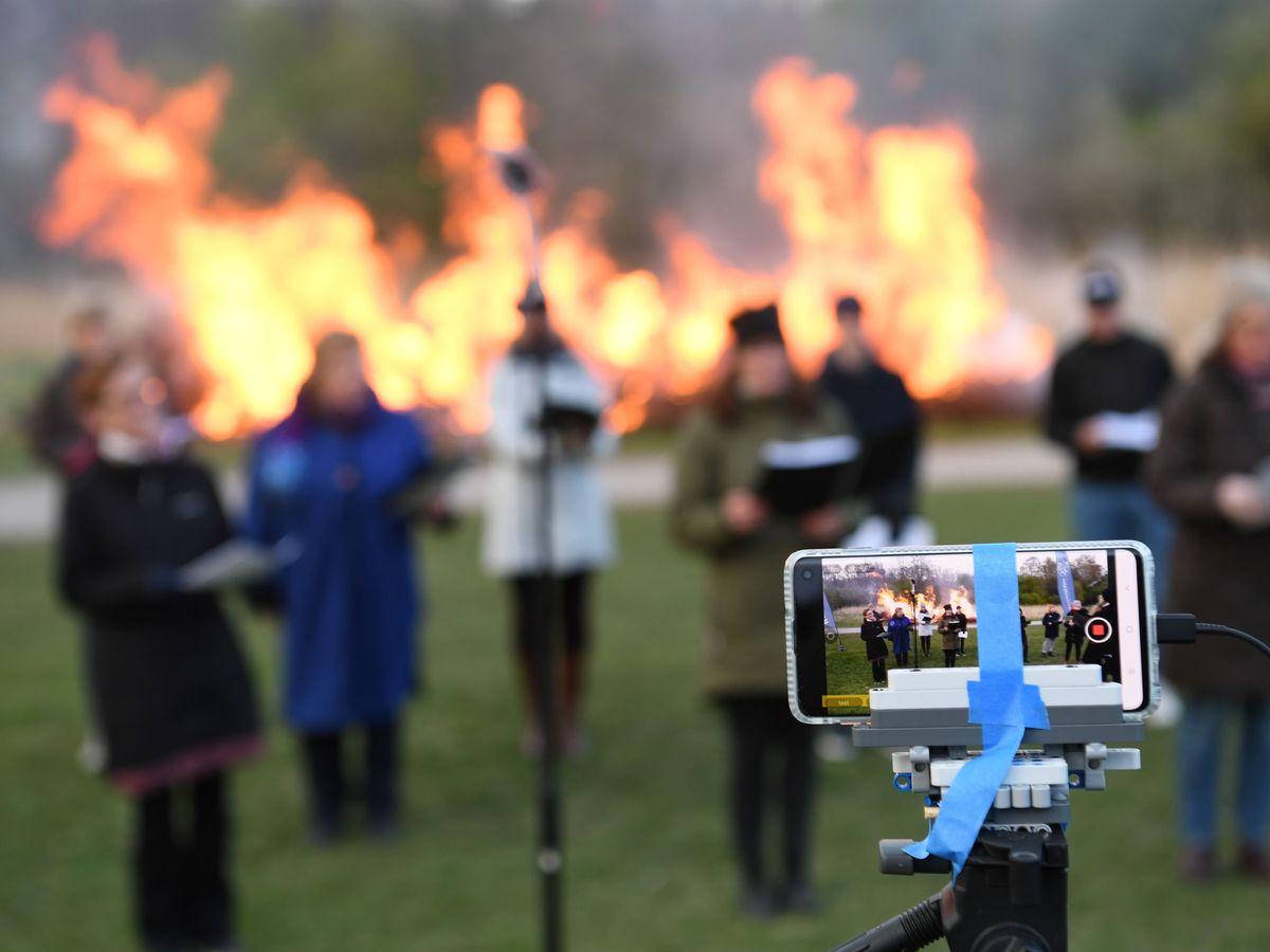 Foto: Una celebración local en Estocolmo, el pasado 30 de abril. (Reuters)