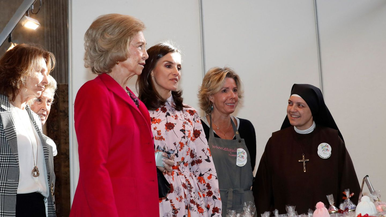 La reina Letizia y la reina Sofía, junto a Simoneta el año pasado. (EFE)