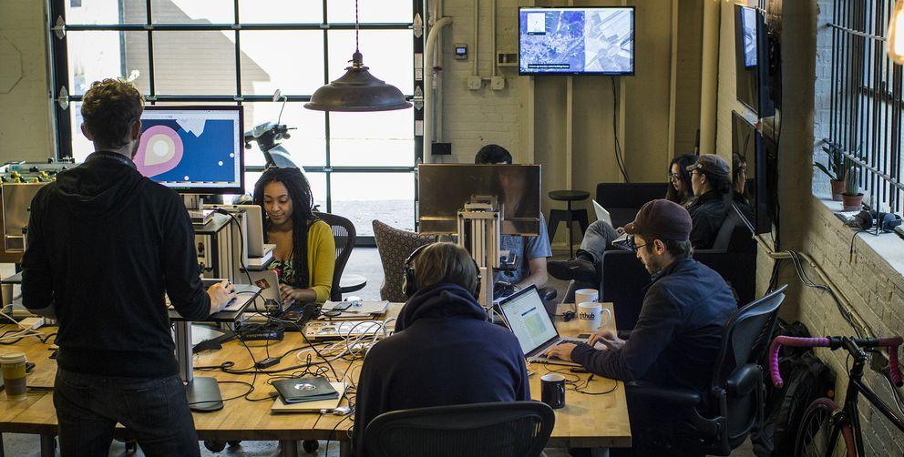 Foto: El garaje de Washington donde tiene su sede la 'startup' Mapbox
