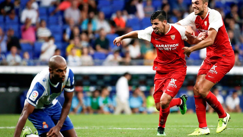 El primer partido oficial de Joan Jordán con el Sevilla fue ante su exequipo, el Espanyol. (EFE)