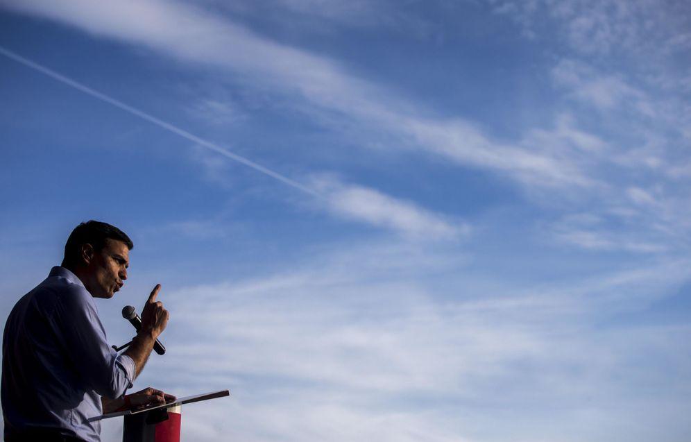 Foto: Pedro Sánchez, este 10 de mayo en un mitin con militantes en Sabadell, Barcelona. (EFE)