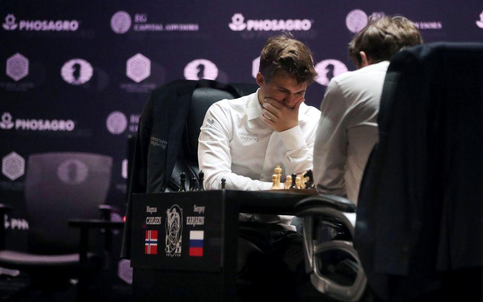 Foto: Magnus Carlsen, durante una partida contra Karjakin durante el último Campeonato del Mundo (Reuters)