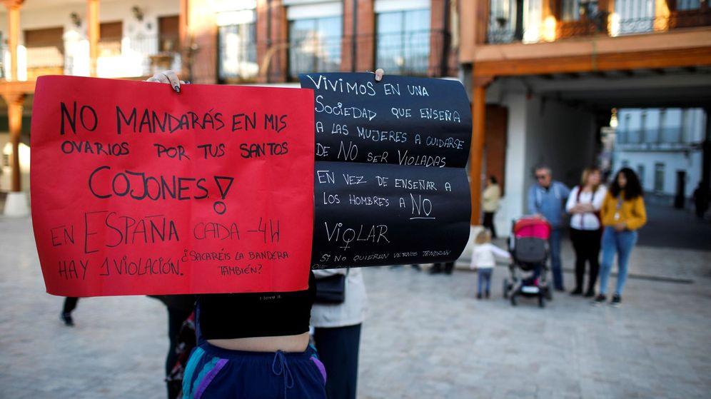Foto: Concentración en Ciempozuelos el pasado viernes en repulsa por el ataque. (EFE)