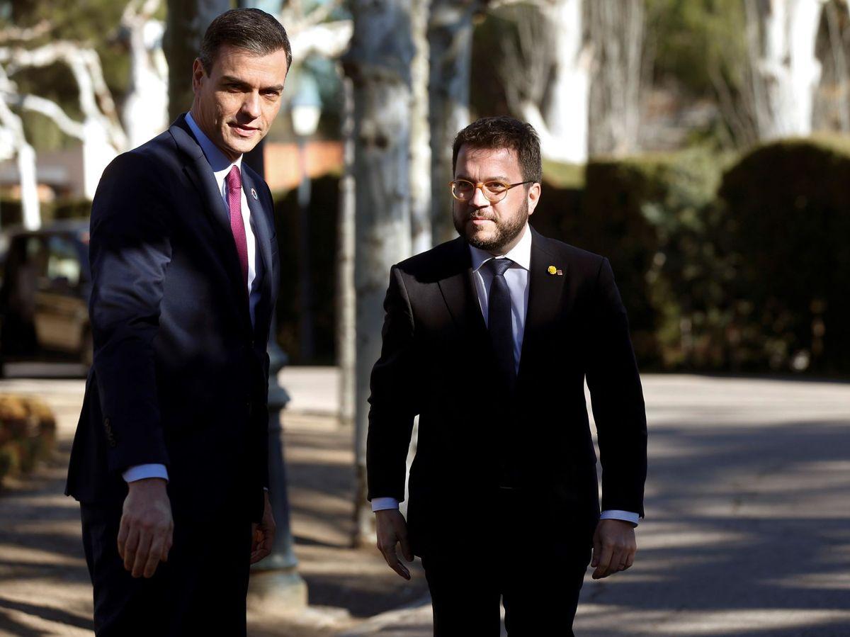 Foto: El presidente del Gobierno, Pedro Sánchez (i), y el presidente de la Generalitat, Pere Aragonès. (EFE)