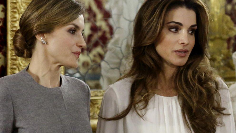 Letizia se 'cuela' en la histórica foto de Rania de Jordania e Isabel II