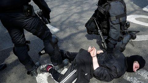 Los CDR lanzan piedras e intentan boicotear el acto de Vox en Barcelona
