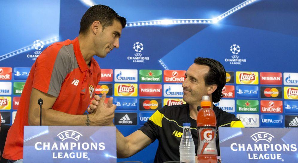 Foto: Reyes y Unai Emery, durante la conferencia de prensa previa al partido contra el Gladbach (EFE)
