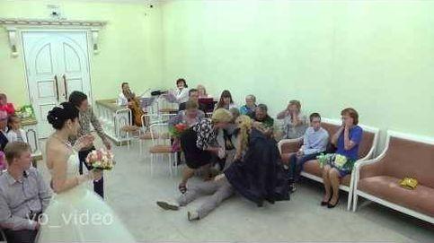 Este novio ruso se desmaya en plena boda