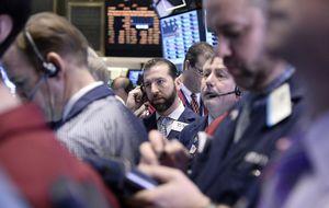 Wall Street abre el año con pérdidas y el Dow Jones se deja un 0,82%