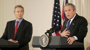 Bush y Blair piden apoyo para Iraq y descartan la retirada de tropas