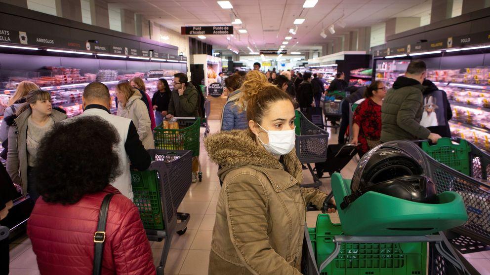 Hacer acopio y encerrarse a cal y canto: el cambio de los españoles en el supermercado