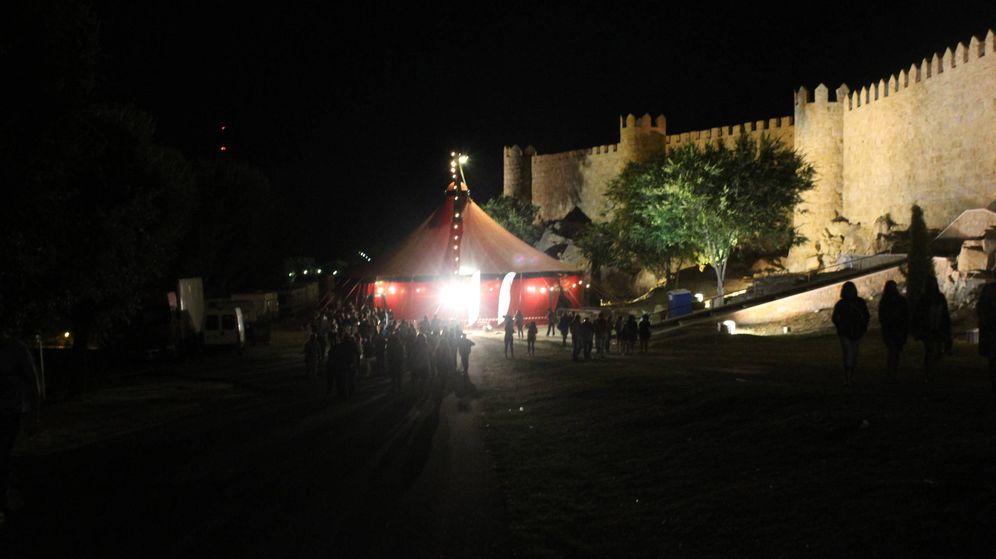 Foto: Carpa de circo fuera de la Muralla de Ávila. (L.N)