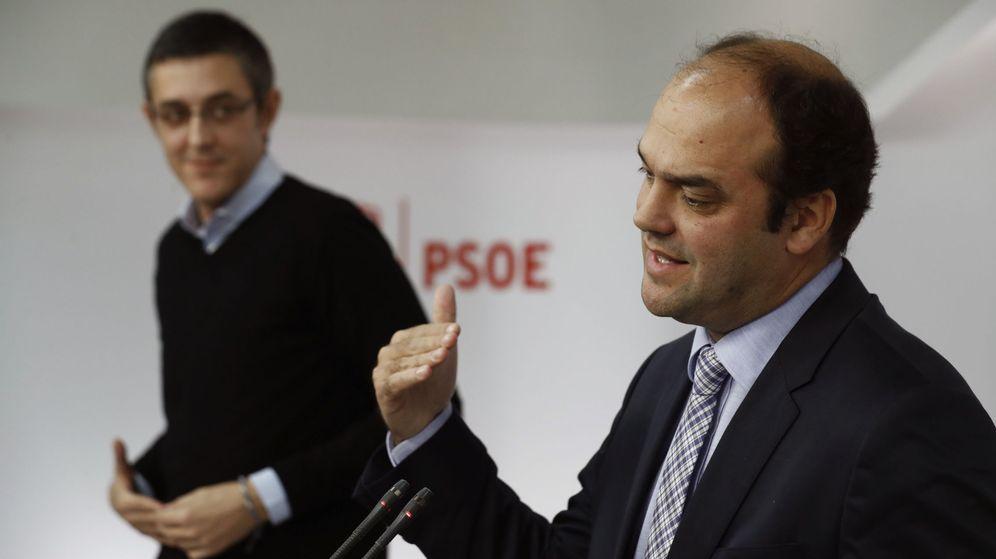 Foto: Rueda de prensa de Eduardo Madina y José Carlos Díez en Ferraz. (EFE)
