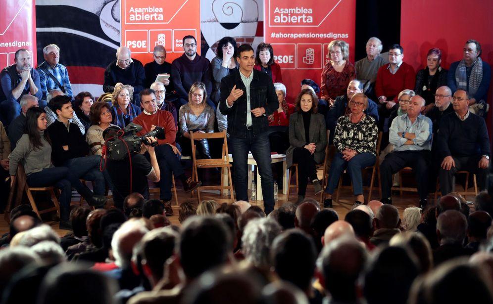 Foto: Pedro Sánchez, durante su asamblea abierta en Madrid, en el distrito de Hortaleza, y al lado del líder del PSOE-M, José Manuel Franco. (EFE)