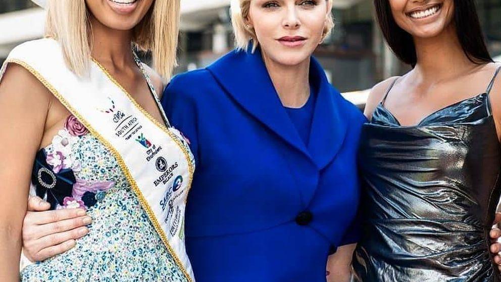 Charlène de Mónaco, el falso Ascot y su estilismo más cursi en Sudáfrica