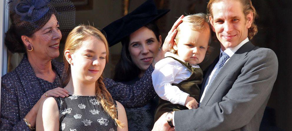 Foto: Andrea Casiraghi, junto su mujer y su hijo en la celebración de la fiesta nacional de Mónaco (Gtres)