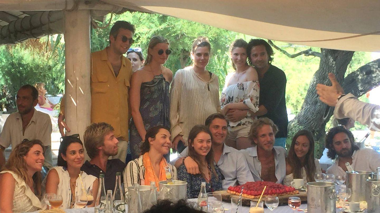 Alexandra celebrando su 19 cumpleaños junto a sus hermanos Carlota, Andrea y Christian. (Cordon Press)