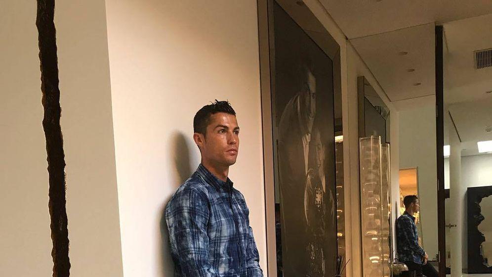 Foto: Cristiano Ronaldo, en una imagen compartida por él dentro de su casa de Madrid. (Instagram)