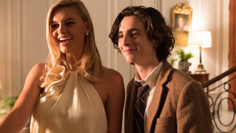 Kelly Rohrbach y Timothée Chalamet, en la cinta 'maldita' de Woody Allen. (A Contracorriente)