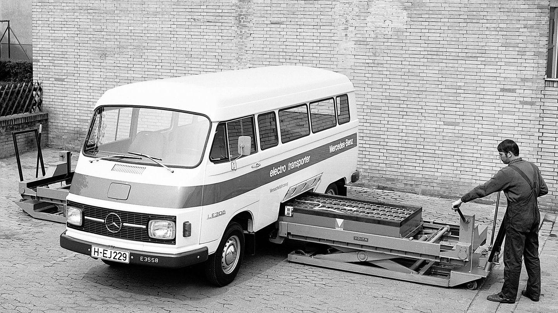La Mercedes-Benz LE 306 experimental de 1972 equipaba una batería Varta de 22 kWh que pesaba 860 kilos.